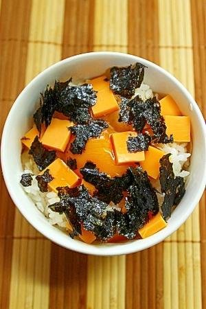 チェダーチーズと韓国海苔の卵かけご飯