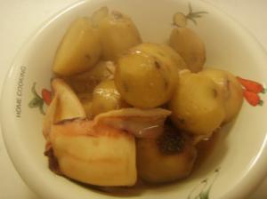 ルクルーゼで里芋と小イカの煮物