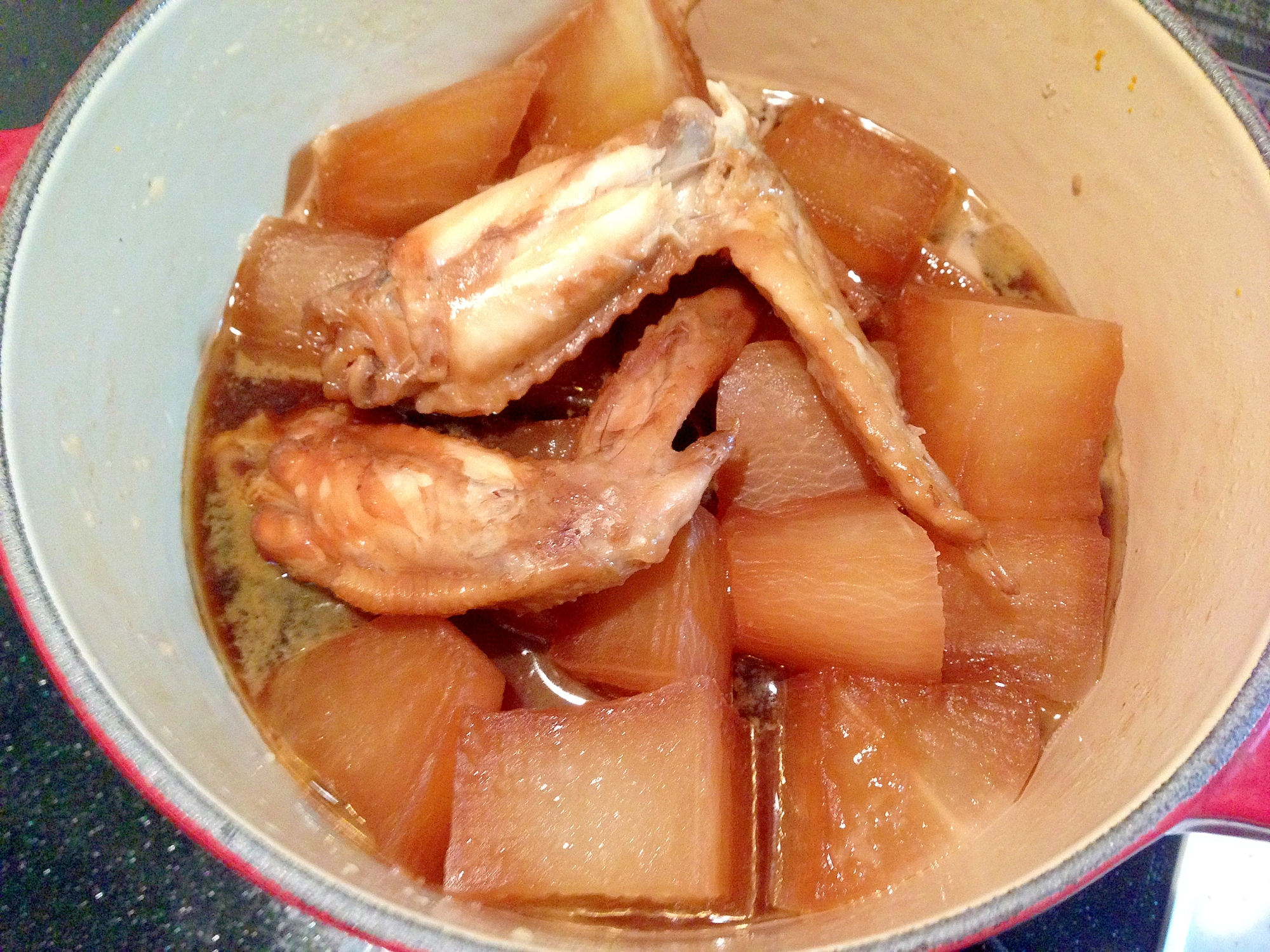 ルクルーゼで無水調理♪大根と鶏手羽の照り煮