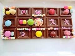 バレンタインに娘と板チョコでデコチョコ