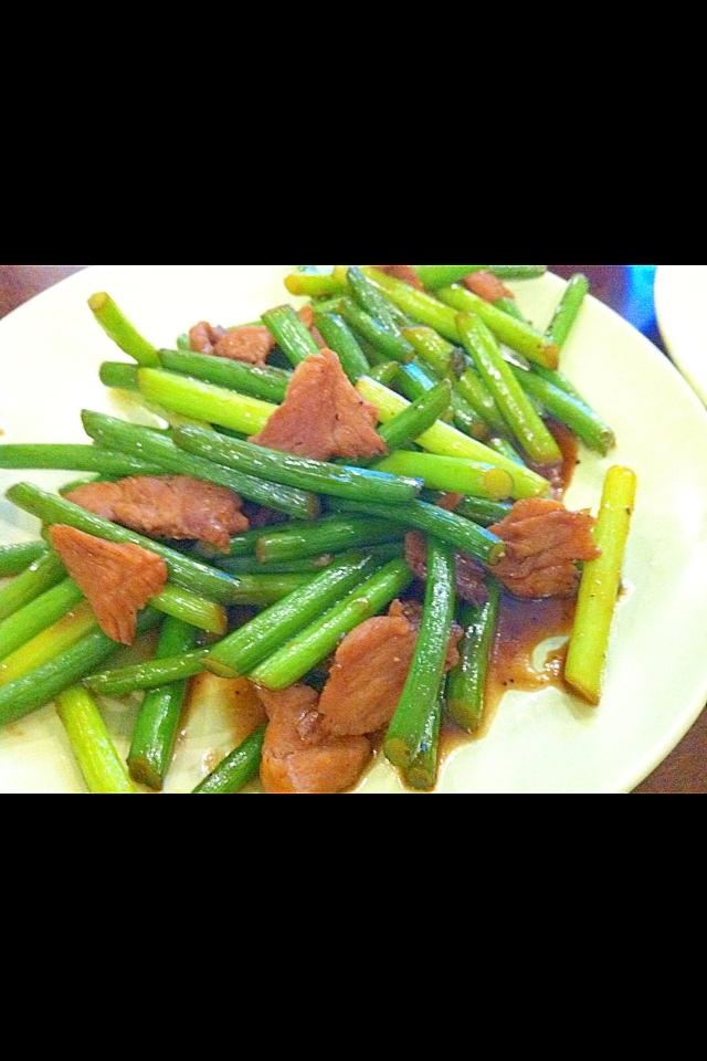 にんにくの芽と豚薄切り肉のしょうが醤油炒め