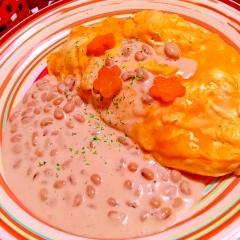 スパイシーカレー炒飯×納豆クリームソースオムライス