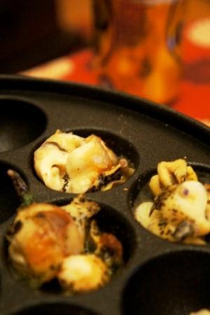 たこ焼き器で作る、つぶ貝の大葉バター壺やき