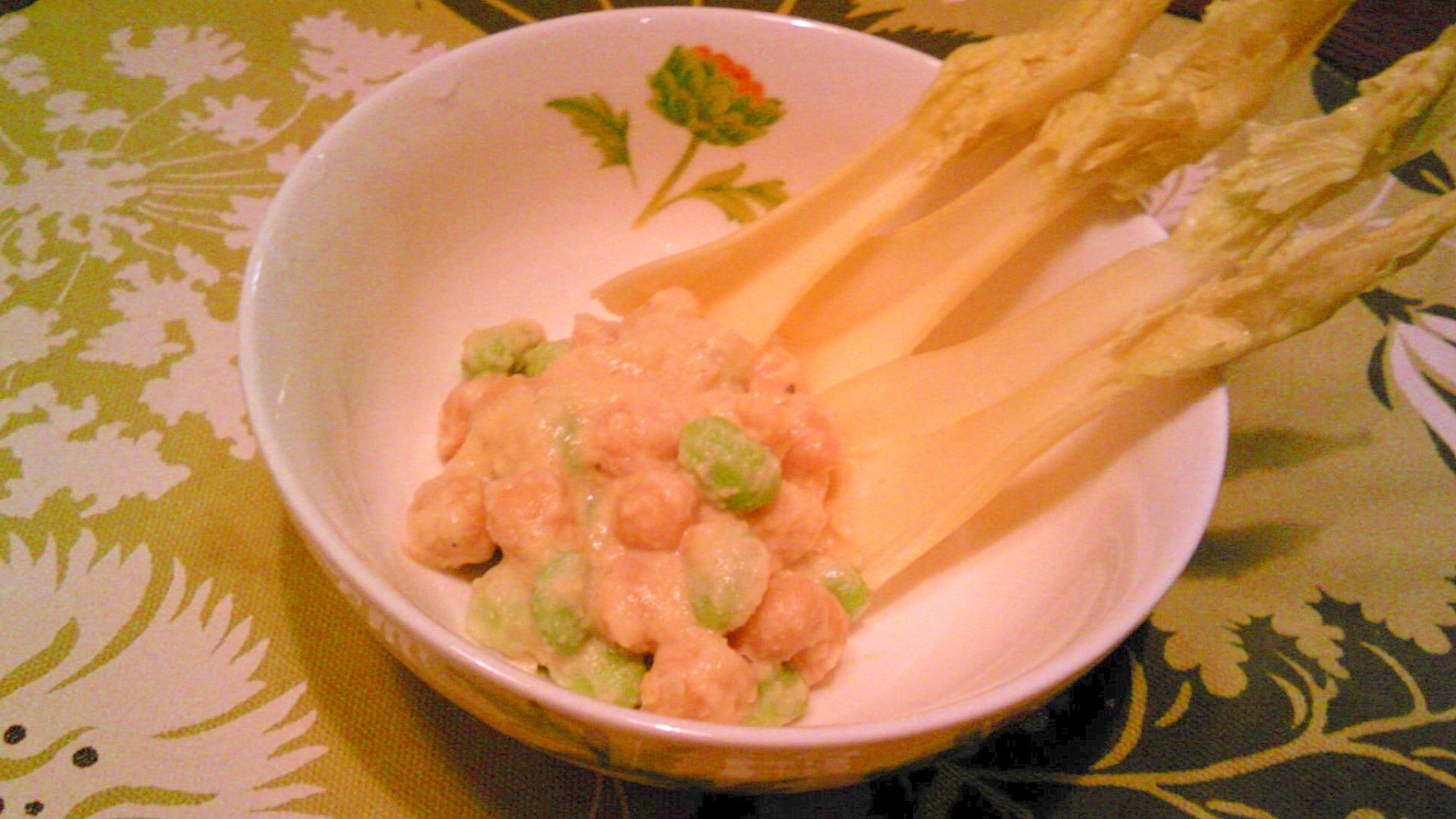 ひよこ豆と枝豆のフムス・マヨ和え、セロリに添えて