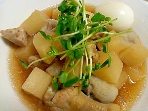 里芋を入れてほっこり♪里芋と大根と卵と鶏肉の煮物。