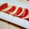 生ハムとトマトとモッツァレラのカプレーゼ