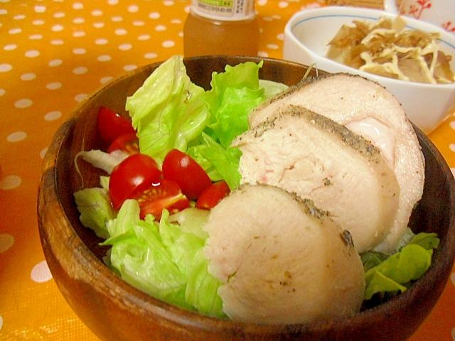鶏ハム入りのシンプルサラダ
