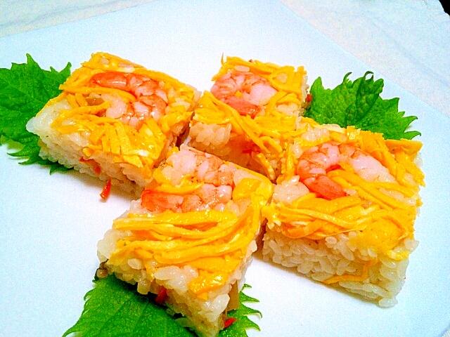 ひな祭りや七夕に!ちらし寿司の素で海老の押し寿司