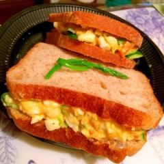 レモンバターマヨで仕上げるコロコロ野菜の卵サンド