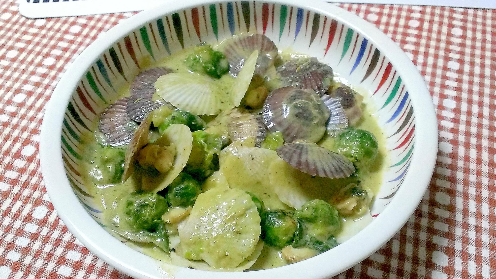 ホタテ稚貝と芽キャベツの豆乳煮