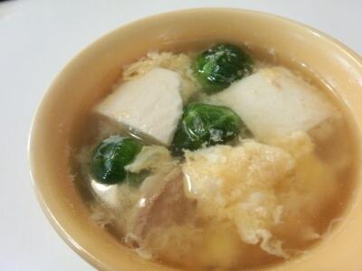 芽キャベツとツナの卵スープ