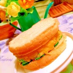 濃厚チェダーチーズたっぷりのポテサラサンド