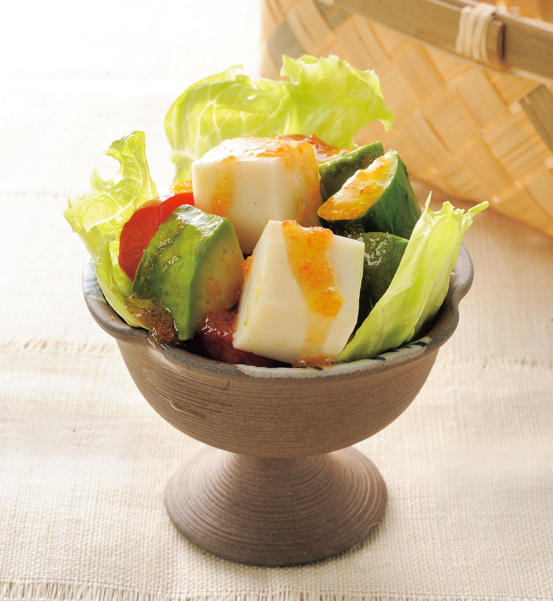 かまぼことアボカドのサラダ