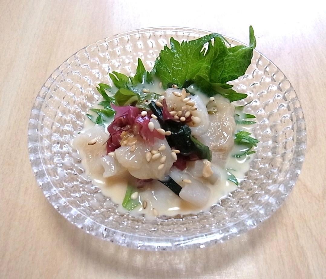 ほっき貝と海草のミルク和え