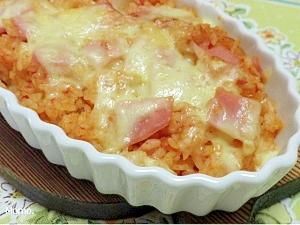 残りご飯とトマトソースで手早くドリア