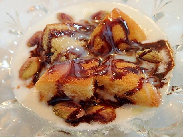 マドレーヌとピスタチオのチョコ練乳ヨーグルト