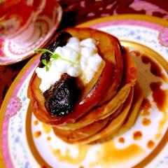 焼き林檎とプルーンの紅茶パンケーキ
