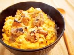 塩麹焼き鳥と金太郎卵の親子丼