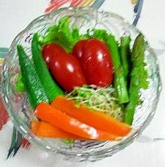 リーフレタス、オクラ、パプリカのサラダ~♪