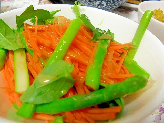 アスパラガス入り千切り野菜のサラダ