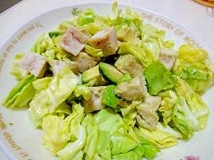 蒸し鶏レシピ♪鶏とキャベツとアボのサラダ
