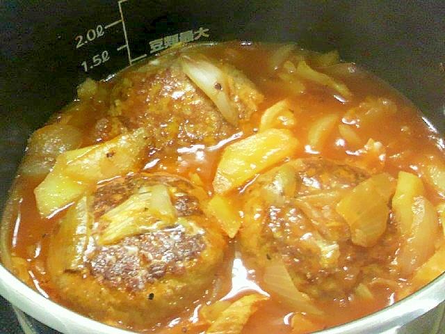 レトルトで野菜煮込みハンバーグスープ