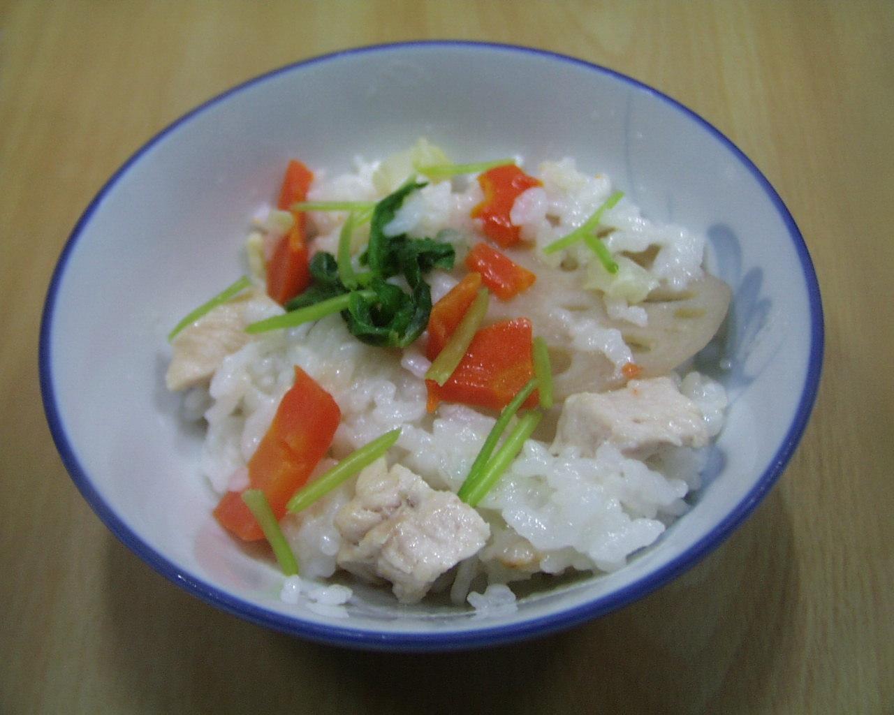 鶏肉、三つ葉、にんじん、れんこんの炊き込みご飯