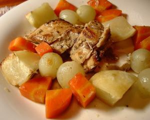 鍋ごとオーブンに入れて待つだけ 鶏肉のオーブン焼き