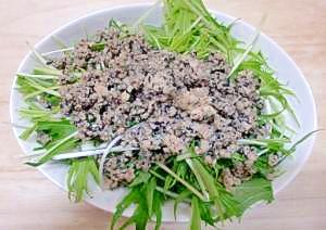 胡麻たっぷり鶏と水菜のサラダ