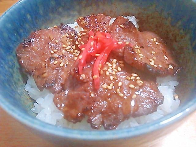 にんにくとごま油で簡単(^^)牛タン丼