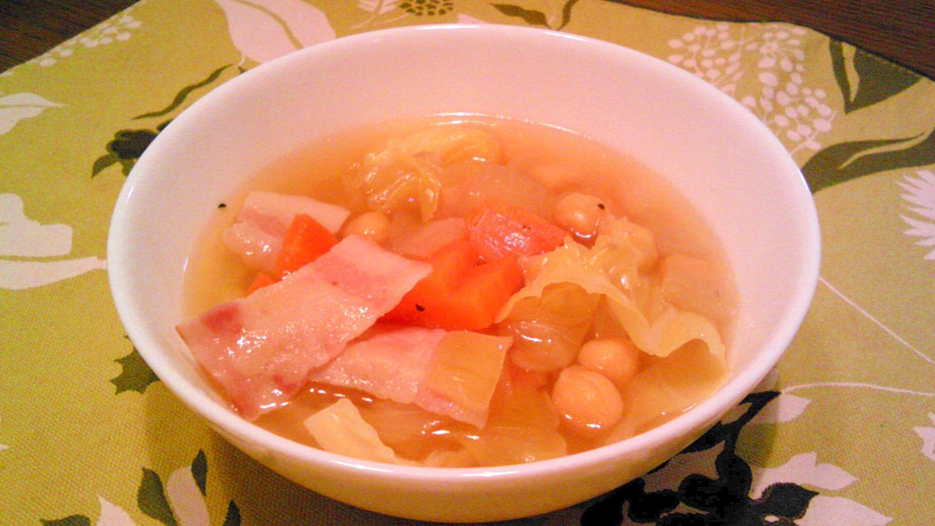 ひよこ豆・キャベツ・玉ねぎ・にんじんのスープ