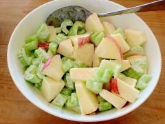 りんごとセロリのシャキシャキサラダ