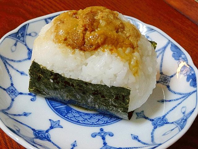 食は北海道にあり! 「焼ウニ寿司むすび」