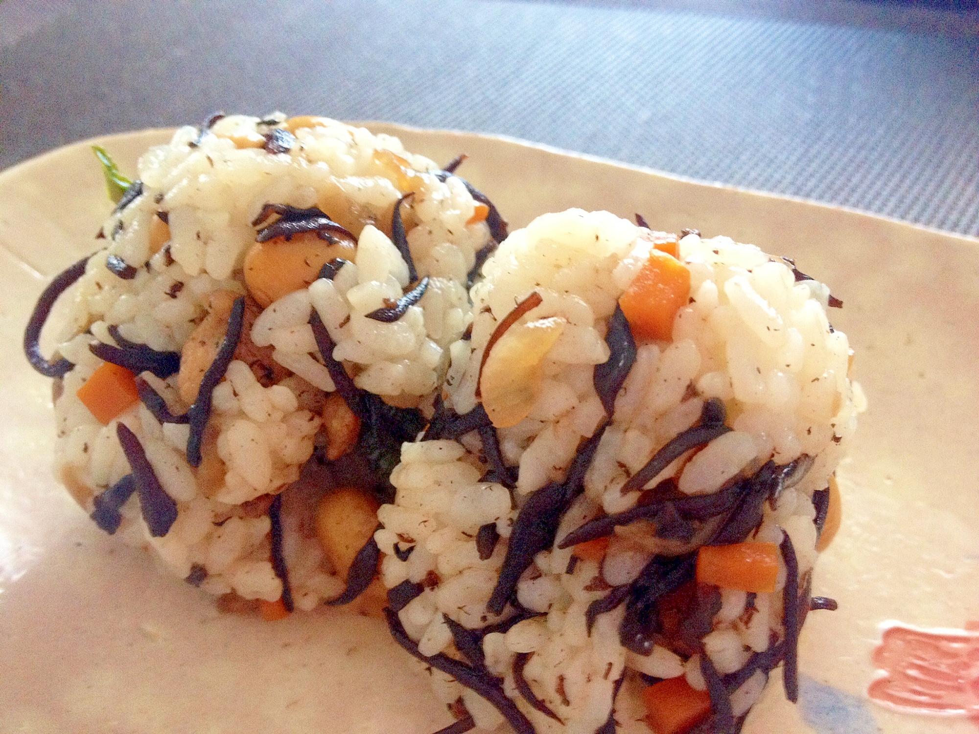 「大豆とひじきの混ぜご飯」リメイク料理☆