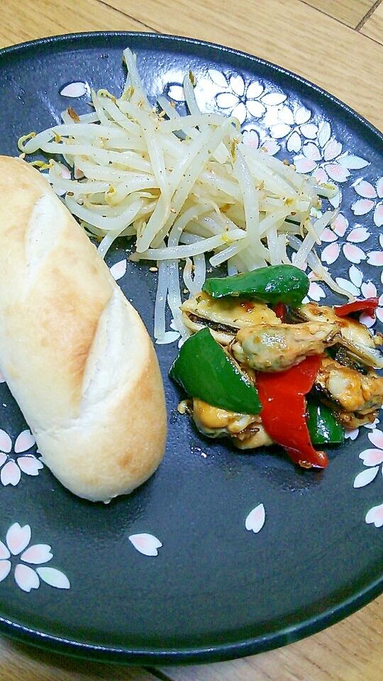 プチパン+ムール貝とピーマンソテー+モヤシソテー