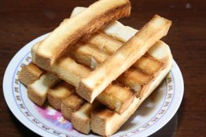 ひと手間で食パンがお菓子にカリカリ食パンスティック