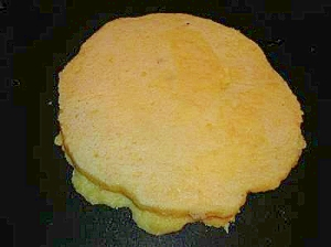 甘いジャムをつけて食べる 素朴なパンケーキ