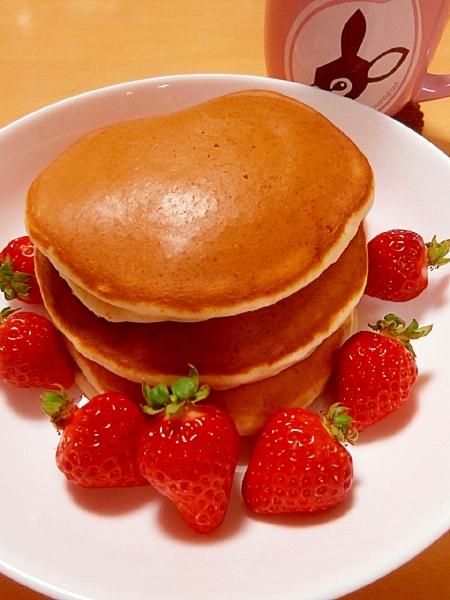 いちごパウダーと練乳で、いちごみるくパンケーキ☆