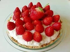 いちご好きの簡単スコップチーズケーキ