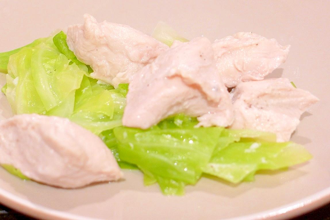 こってり料理に疲れた体に♪鶏肉とキャベツの蒸し煮☆