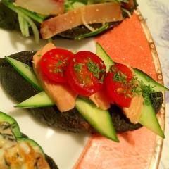 フォアグラスモークと彩り野菜のカナッペ
