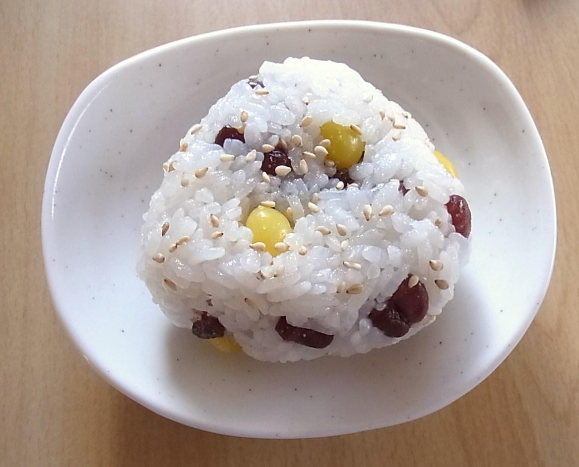 北海道 小豆甘納豆とぎんなんのおにぎり