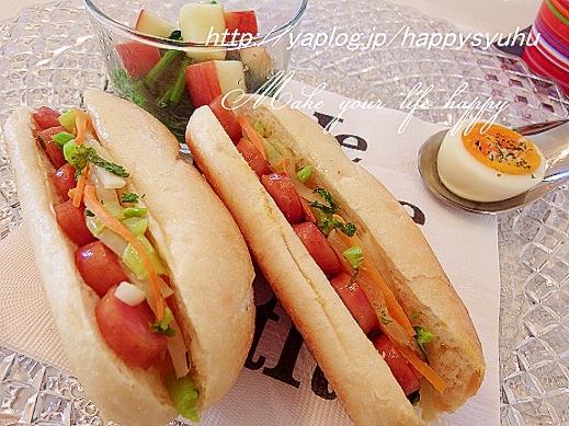 プチパンでおいしい☆ウインナーサンドとサラダ