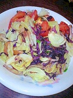 紫キャベツとトマトとしめじの彩り野菜炒め