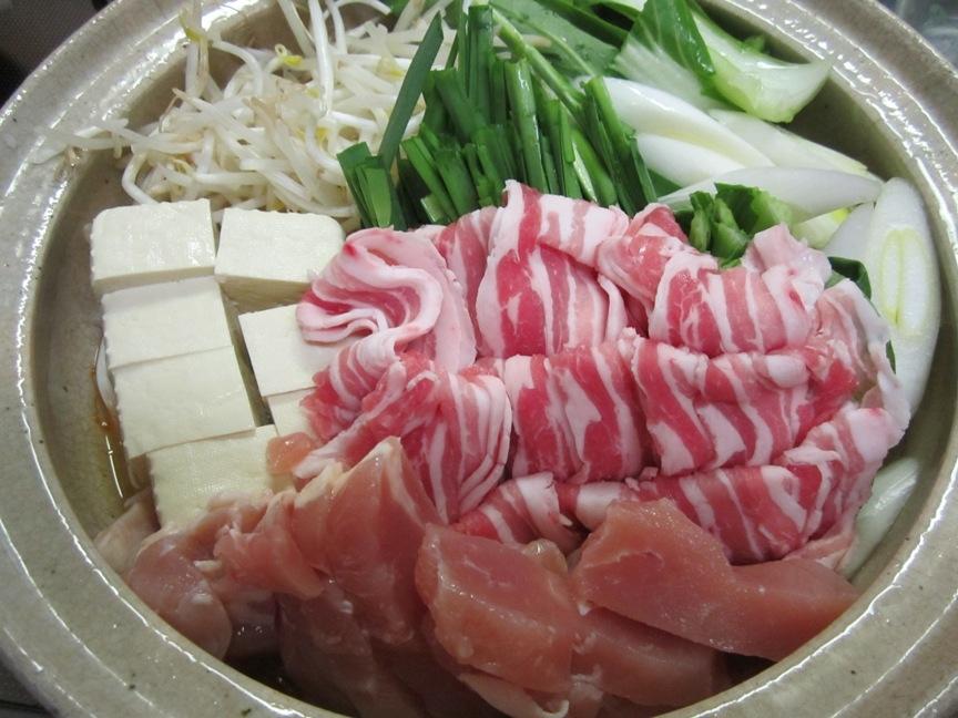 今人気の濃厚みそ鍋つゆで作る豚バラ鍋