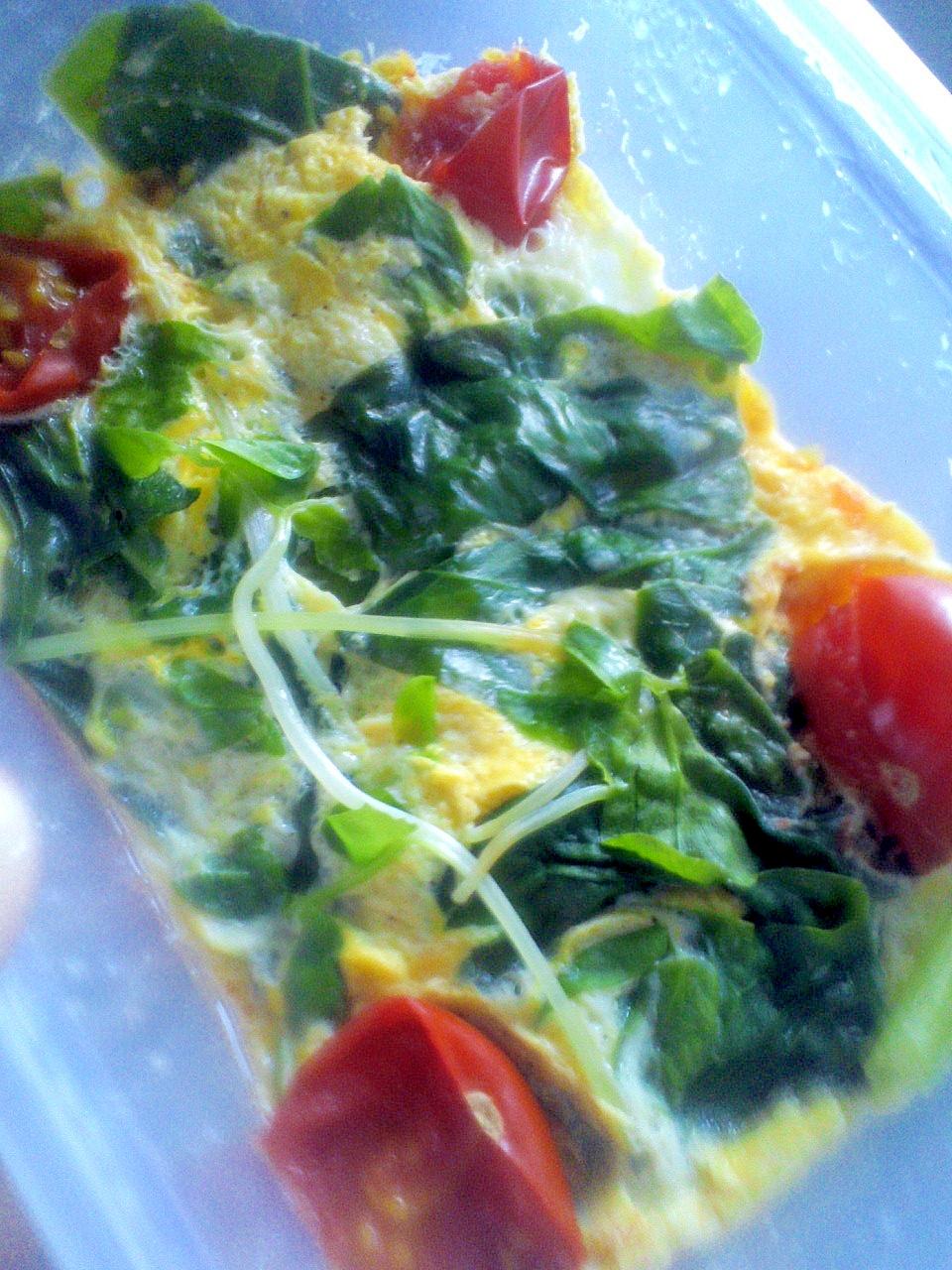 レンジで♪ミニトマト&豆苗&ほうれん草の卵とじ