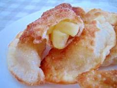 おやつに。残った餃子の皮で、りんごパイ☆