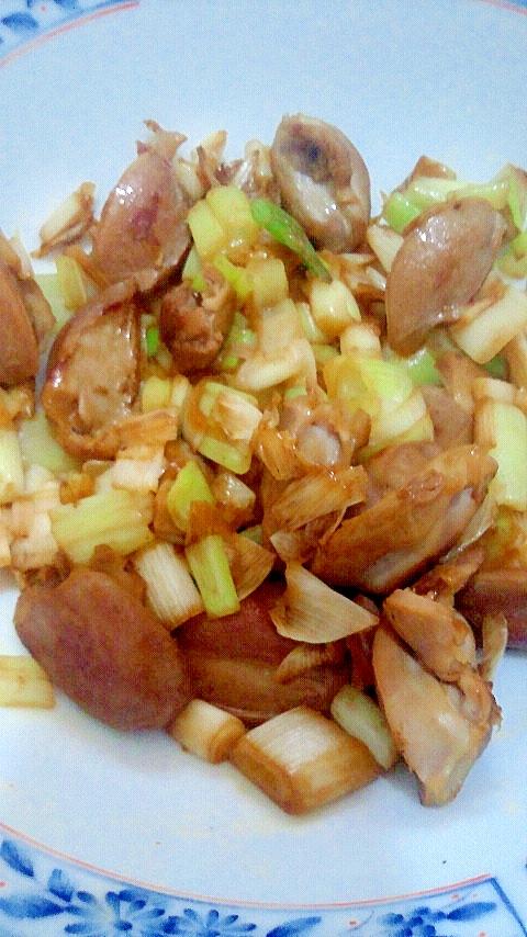 男の自炊料理。砂肝とネギ炒め。おつまにサイコー