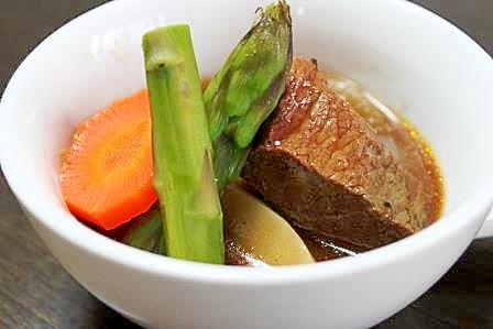 牛肩ロース肉の赤ワイン煮