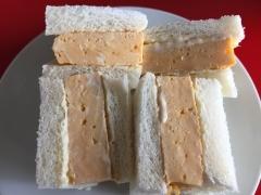 出汁のきいた厚焼き玉子のサンドイッチ
